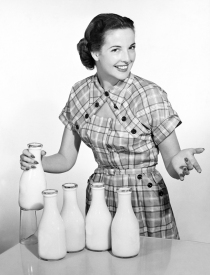 fifties-housewife-milk